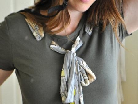 camiseta com lenço embutido
