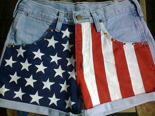 Customização de short jeans com bandeira dos Estados Unidos