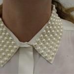 Camisa com pérolas na gola