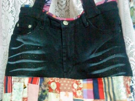 Bolsa de calça jeans com retalhos