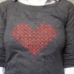 Blusa com coração bordado