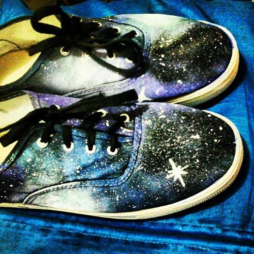 Tênis galaxy customizado