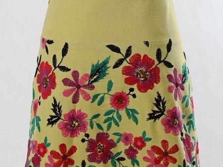 saia bordada com flores