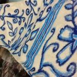 Customização de calça com estampa de azulejo português