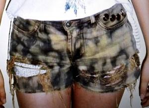 como cortar calça jeans e transformar em short manchado