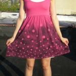 Customizando vestido com tinta spray
