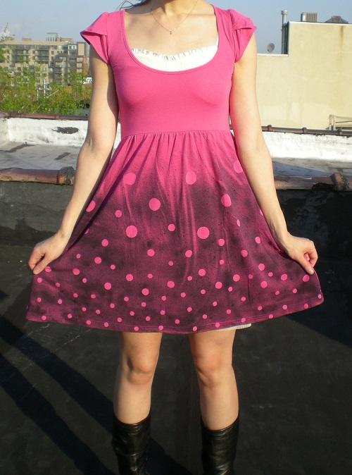 customização de vestido com tinta spray