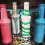 Customização de garrafa de vidro com tinta