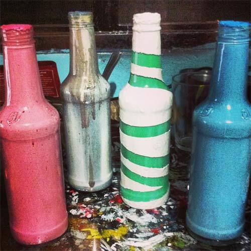 DIY - customização de garrafa de vidro com tinta esmalte