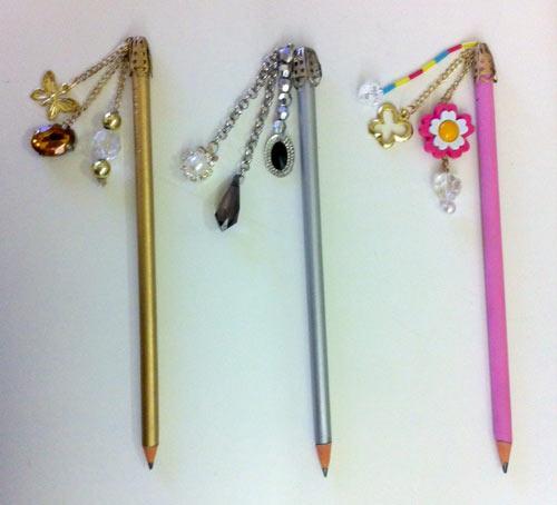 DIY - customizando lápis com pingente