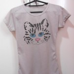 Customizando camiseta com estampa de gatinho