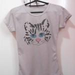 Customizando camiseta com estampa de gatinho