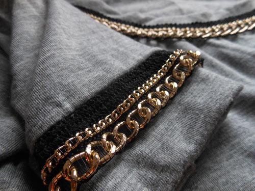 Customizando camiseta com correntes