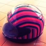Customizando capacete com fita adesiva