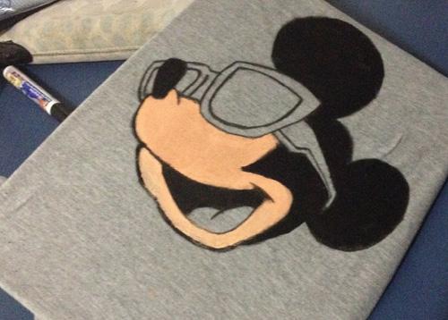 DIY camiseta customizada com estampa do Mickey