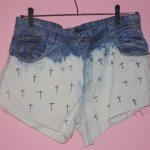 Como customizar short jeans: ombré com cruz
