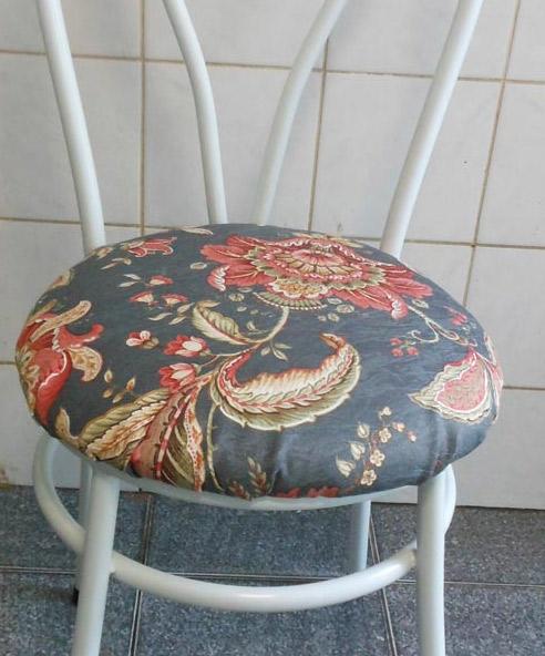 Customizando cadeira de cozinha