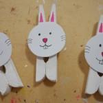 Como fazer coelho da Páscoa com prendedor de roupa