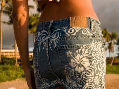 Customizando jeans com pintura feita com alvejante