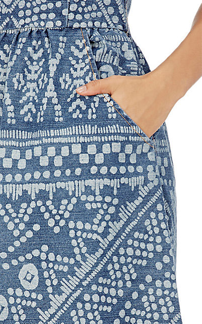 Customizar jeans com alvejante criando pinturas