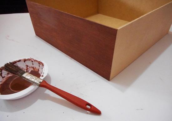 como-fazer-caixa-madeira-marchetaria-customizando-diy-3