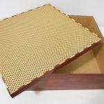 Caixa de madeira com falsa marchetaria