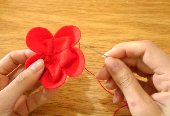 como fazer enfeite de cabelo - flor de feltro