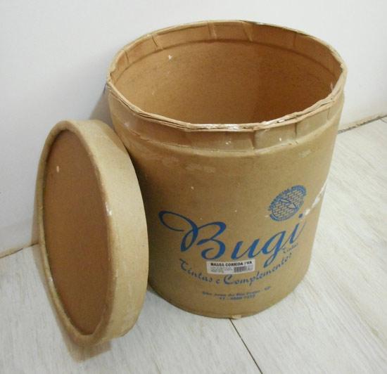 customizando-lata-decorativa-barril-massa-corrida-diy