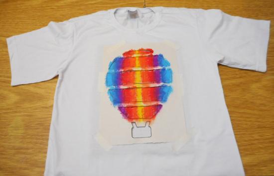 como-customizar-camiseta-pintura-balo-estencil-diy-10