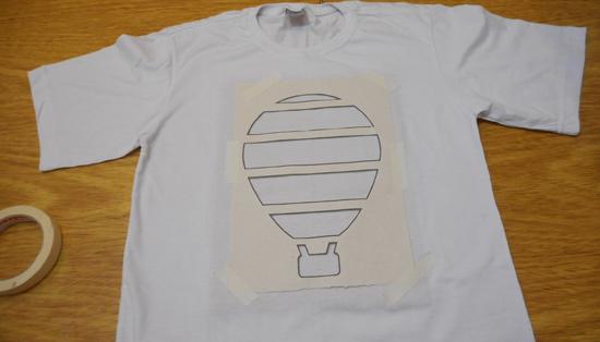como-customizar-camiseta-pintura-balo-estencil-diy-4
