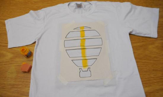 como-customizar-camiseta-pintura-balo-estencil-diy-5