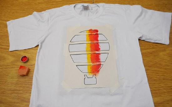 como-customizar-camiseta-pintura-balo-estencil-diy-7