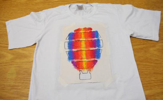 como-customizar-camiseta-pintura-balo-estencil-diy-9
