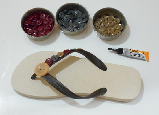 Como customizar chinelo com botões