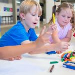 Reaproveite materiais escolares de forma consciente