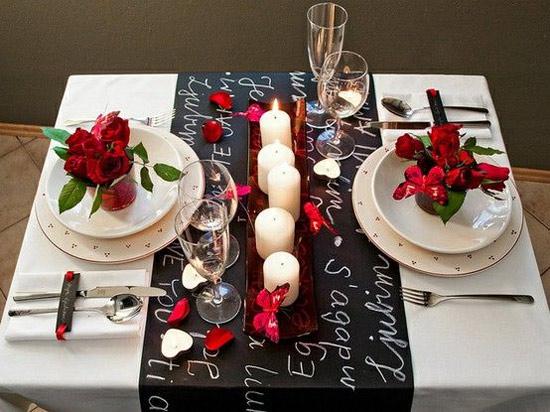 Decoração: ideias para o Dia dos Namorados - mesa de jantar decorada com casal de namorados em tons de branco, preto e vermelho