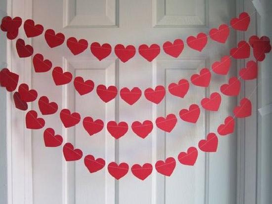 Decoração: ideias para o Dia dos Namorados - porta de entrada decorada com muitos corações vermelhos