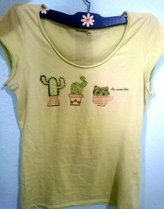 Customizando estampa de cactus na blusa