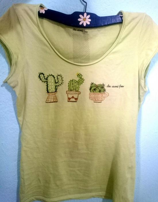 Customizando estampa de cactus na blusa
