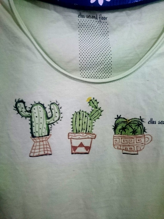 Customizando blusa com estampa de cactus