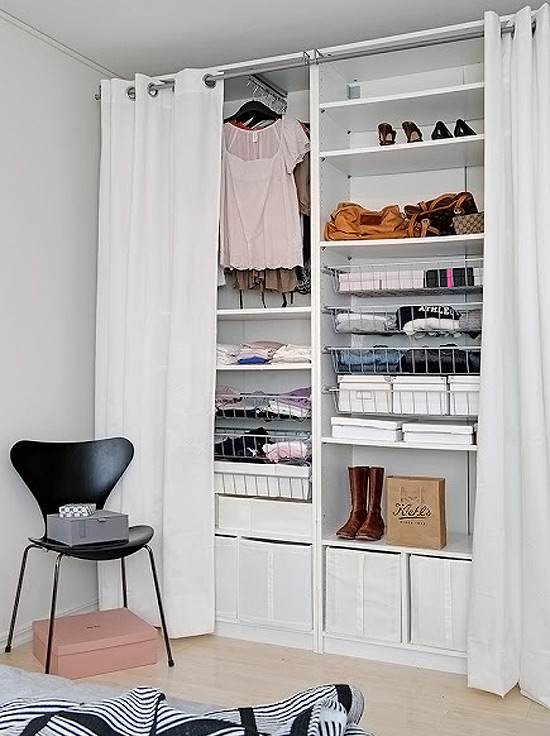Como customizar guarda-roupa com cortina