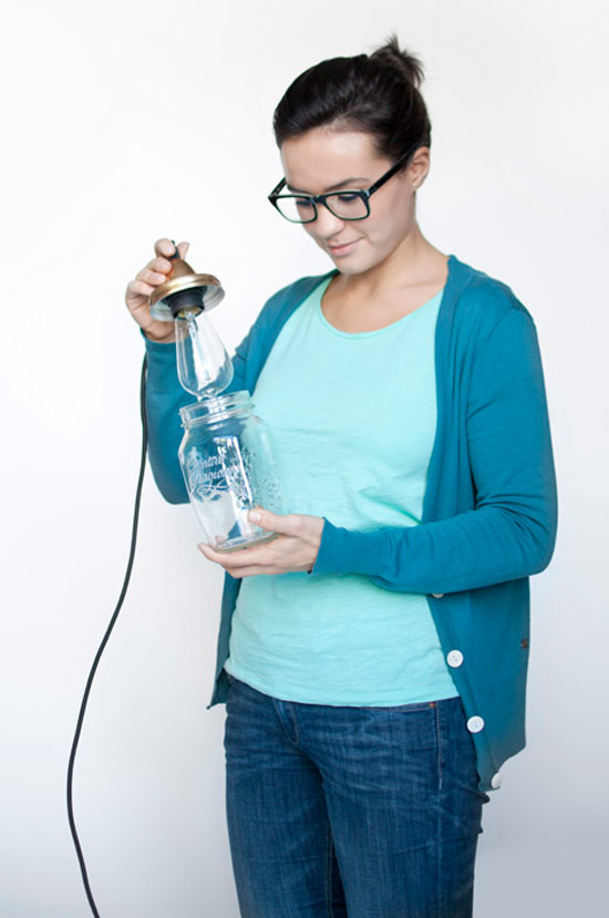 Como fazer luminária com pote de vidro