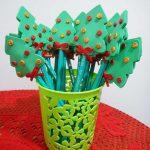 Lembrancinha de Natal: lápis com árvore de EVA