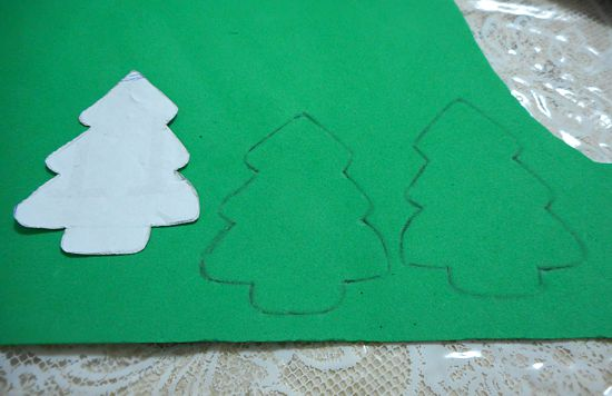 lembrancinha natal como fazer diy lapis arvore artesanato eva customizando Lembrancinha de Natal: lápis com árvore de EVA