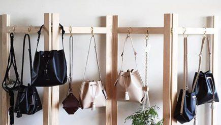 Como guardar e organizar bolsas de forma criativa e sem gastar muito dinheiro
