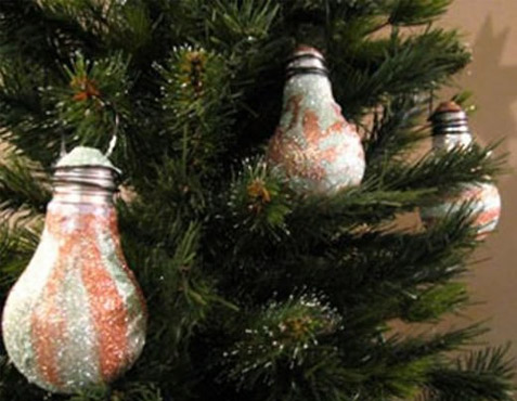 Como fazer enfeite de árvore de natal com lâmpadas queimadas