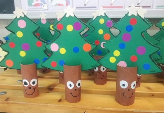 Atividades de natal para educação infantil - árvore de natal com rolo papel higiênico