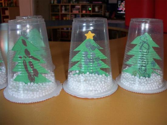 Atividades de natal para educação infantil - árvore de natal globo de natal com copo descartável