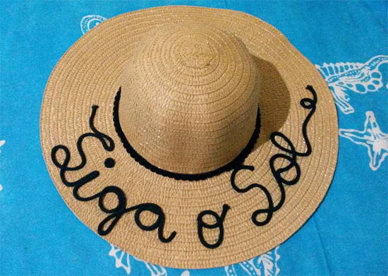 Chapéu de palha customizado com frase