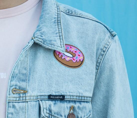 Ideias de patches para personalizar seu jeans - jaqueta jeans com patch termocolante